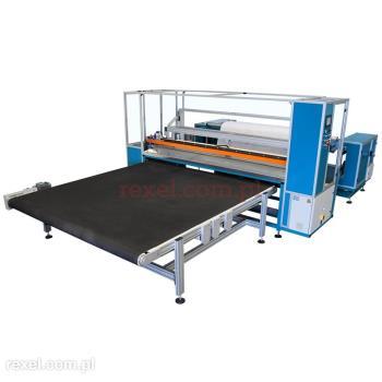 Maszyna do rozwijania i odcinania włóknin