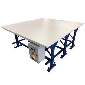 Stół krojczy z nadmuchem i odsysaniem